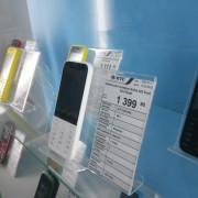 Підставка пластикова настільна під мобільний телефон з цінником